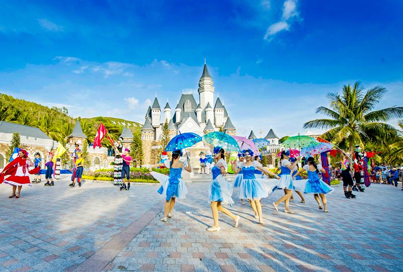 Tour Nha Trang VIP Bar Trên Biển, Thưởng Thức Buffet 90 Món 3N3Đ