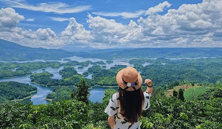 Tour Tà Đùng dạo Hồ Tà Đùng, check in cầu kính lớn nhất Tây Nguyên